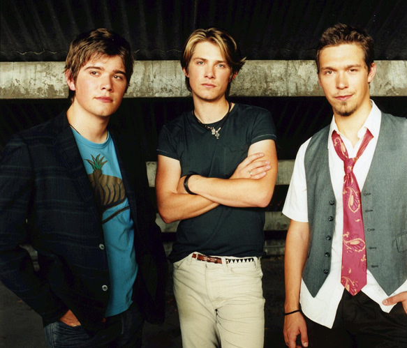 You Are What You Wear: MMMBOP... the Hanson Brothers now