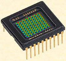 Simulation d'un photo-capteur recouvert de sa grille de Bayer RGB.