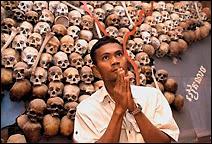 La 'carte des crânes' exposée au musée de Tuol Sleng, à Phnom Penh, au Cambodge.