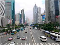 Un boulevard de Shenzhen. N'ayez crainte, il est surveillé par des caméras.