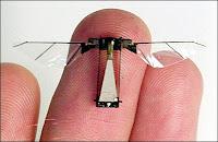 Robot-insecte volant comme une mouche développé par Robert Wood à l'Université d'Harvard. Bzz, bzz.