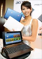 Présentation du netbook Acer Aspire One le 2 juin 2008.