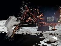 Buzz Aldrin sur le marchepied du LEM. Document NASA.