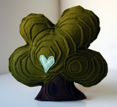 lovely felt oaktree from hitree