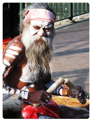aboriginee performer down at the circular quay