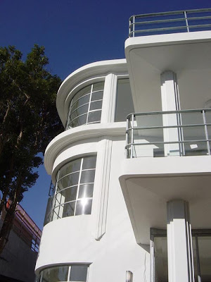 unique-art-deco-home-design-side-view