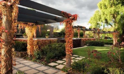 Luxurious Garden Landscape Seasonal Flower Ideas