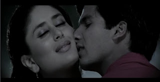 Kareena Kapoor Kissing Shahid Kapoor Hot Bollywood Scenes