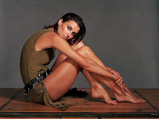 AMERICAN ACTRESS BRIDGET MOYNAHAN WALLPAPER IN REALLY HOT DRESS