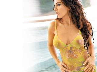 Hot Italian Theater Actress Sabrina Ferilli Bikini Picture