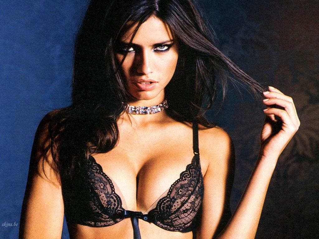 http://3.bp.blogspot.com/_GCAuqodmOE4/TOMY9HKlmoI/AAAAAAAAE2Q/RgCDWSvaiGA/s1600/Adriana+Lima_6.jpg