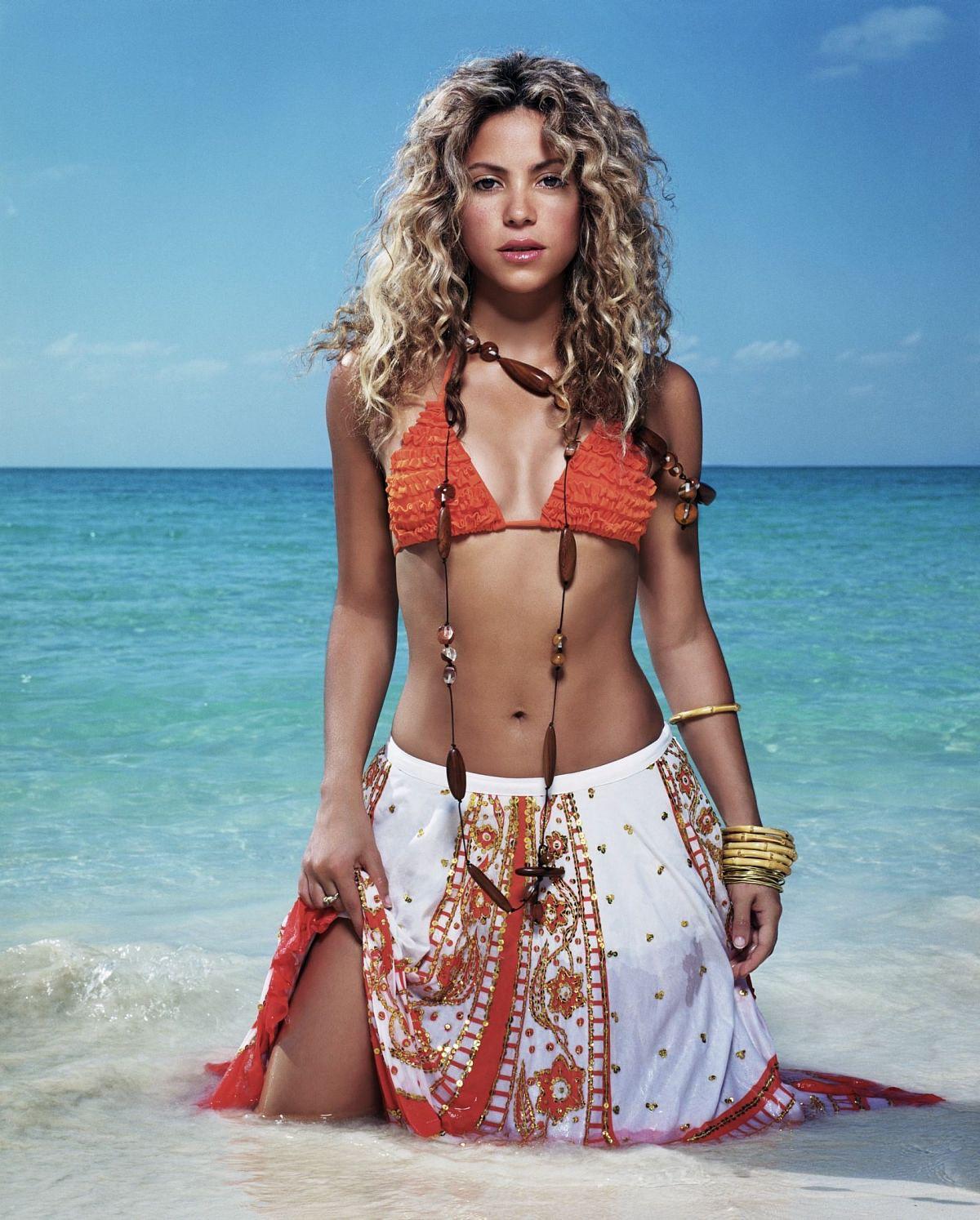 http://3.bp.blogspot.com/_GCAuqodmOE4/TQECAyIzC3I/AAAAAAAAFRY/v68--a3KMQU/s1600/shakira-bikini-07.jpg