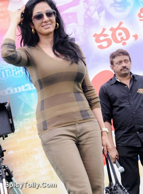 Spicy South Indian Babes In Tight Jeans