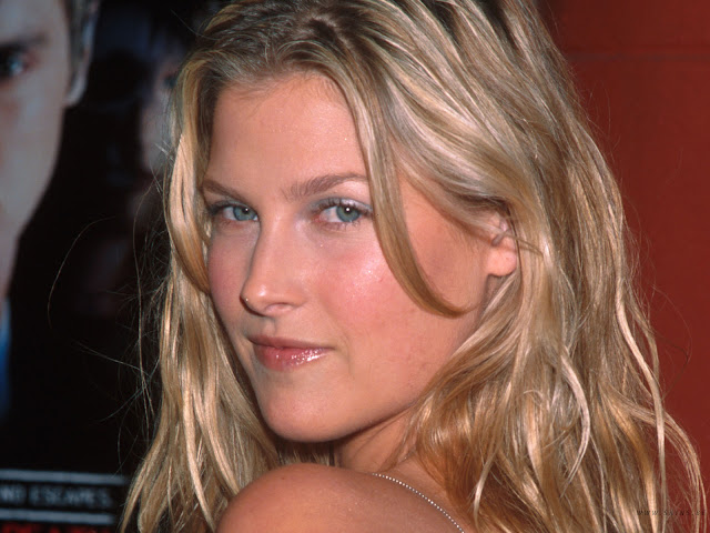 Beautiful American Actress: Ali Larter HQ Wallpapers