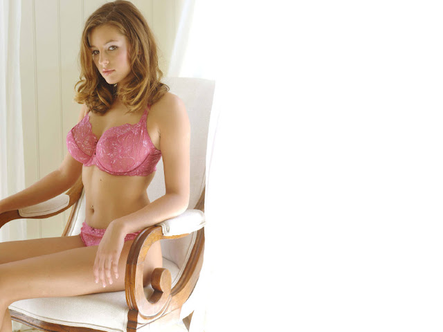 American Model Keeley Hazell Posing In Hot Pink Bikini