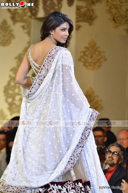 Famous Bolly Actress: Priyanka Chopra At Mijwan Show Pics