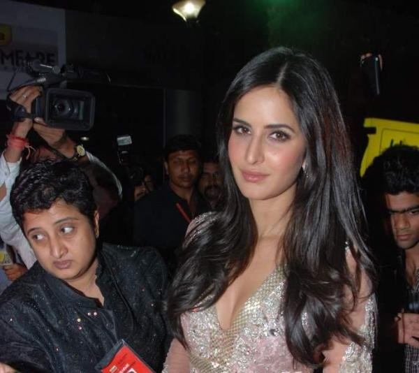 Hot Celebrities Attend 56th Filmfare Awards 2011 Pictures