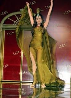 Luna Maya Mundur dari Bintang Lux