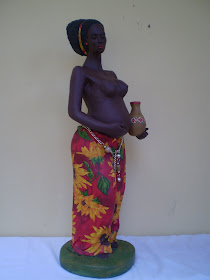 AFRICANA GRÁVIDA