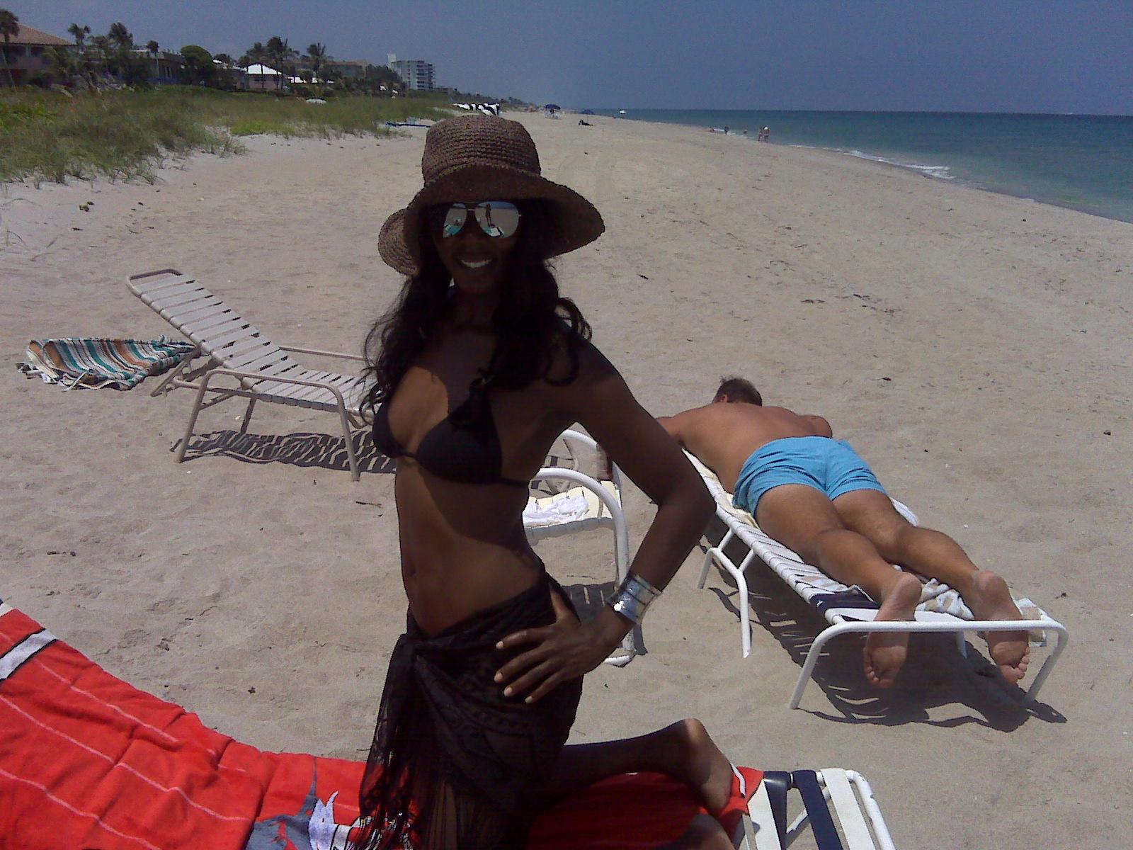 http://3.bp.blogspot.com/_GDXA5CBEOLE/S_56VoV8a6I/AAAAAAAAFJw/67TsnFHSIZs/s1600/Velicia+Swimsuit.jpg