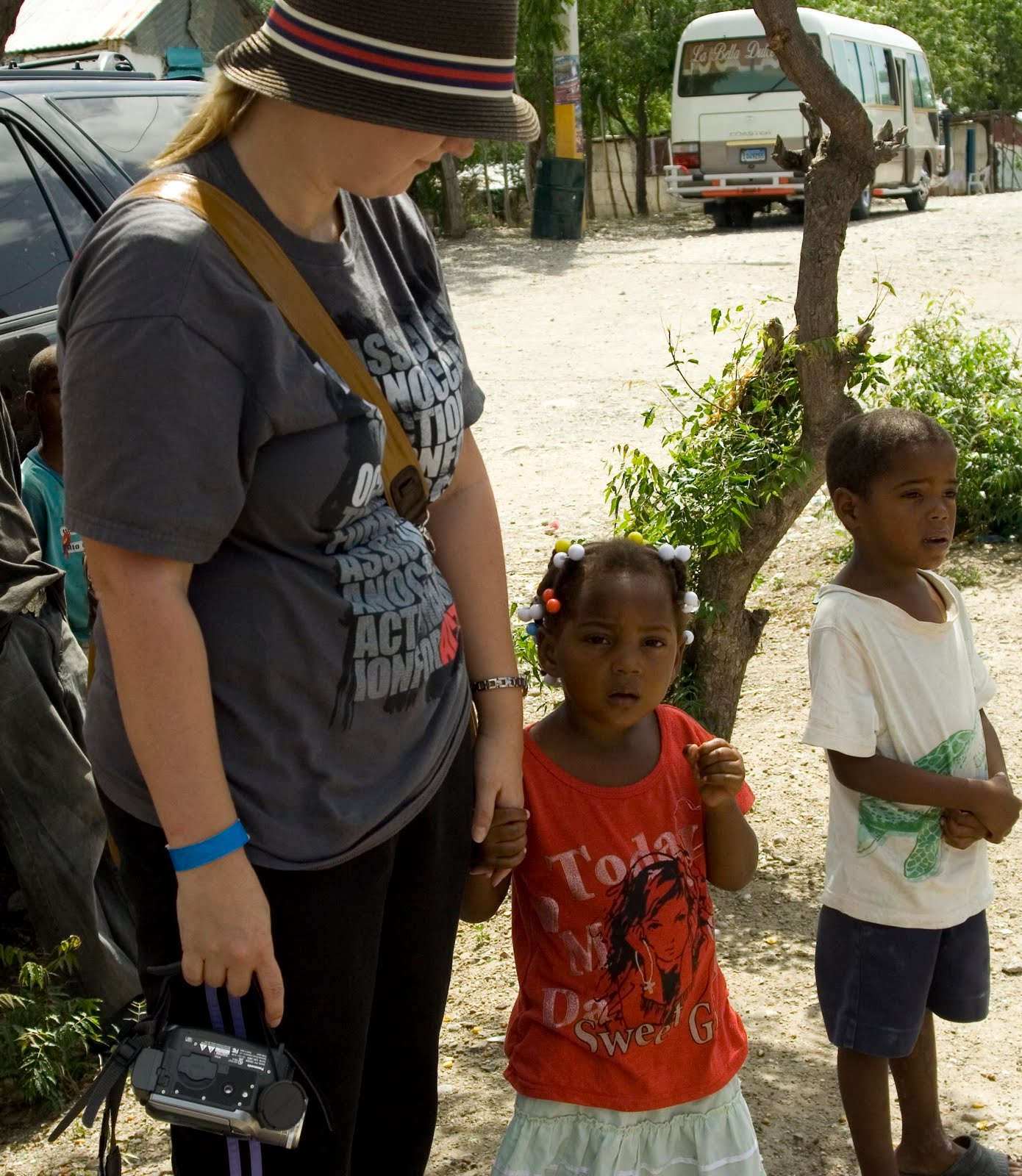 sabana yegua divorced singles La sagrada familia news from and about our family in the dominican republic   families, including single mothers that were renting, offered to put up walls on a plot  sabana yegua, with the building finishing in september 2011 of course, all the.