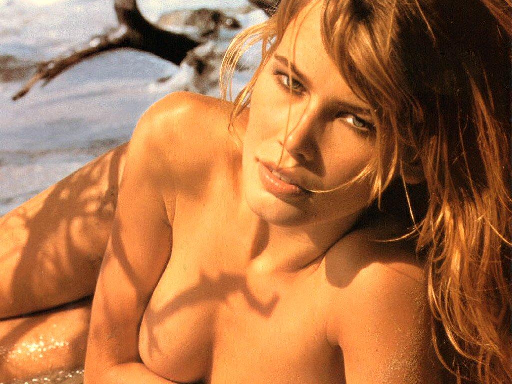 http://3.bp.blogspot.com/_GEzwhnLdA-w/TNE-Vqvx7tI/AAAAAAAABFY/hk4DlKAtAfQ/s1600/Claudia+Schiffer++hot+sexy+wallpapers+pictures+%284%29.jpg