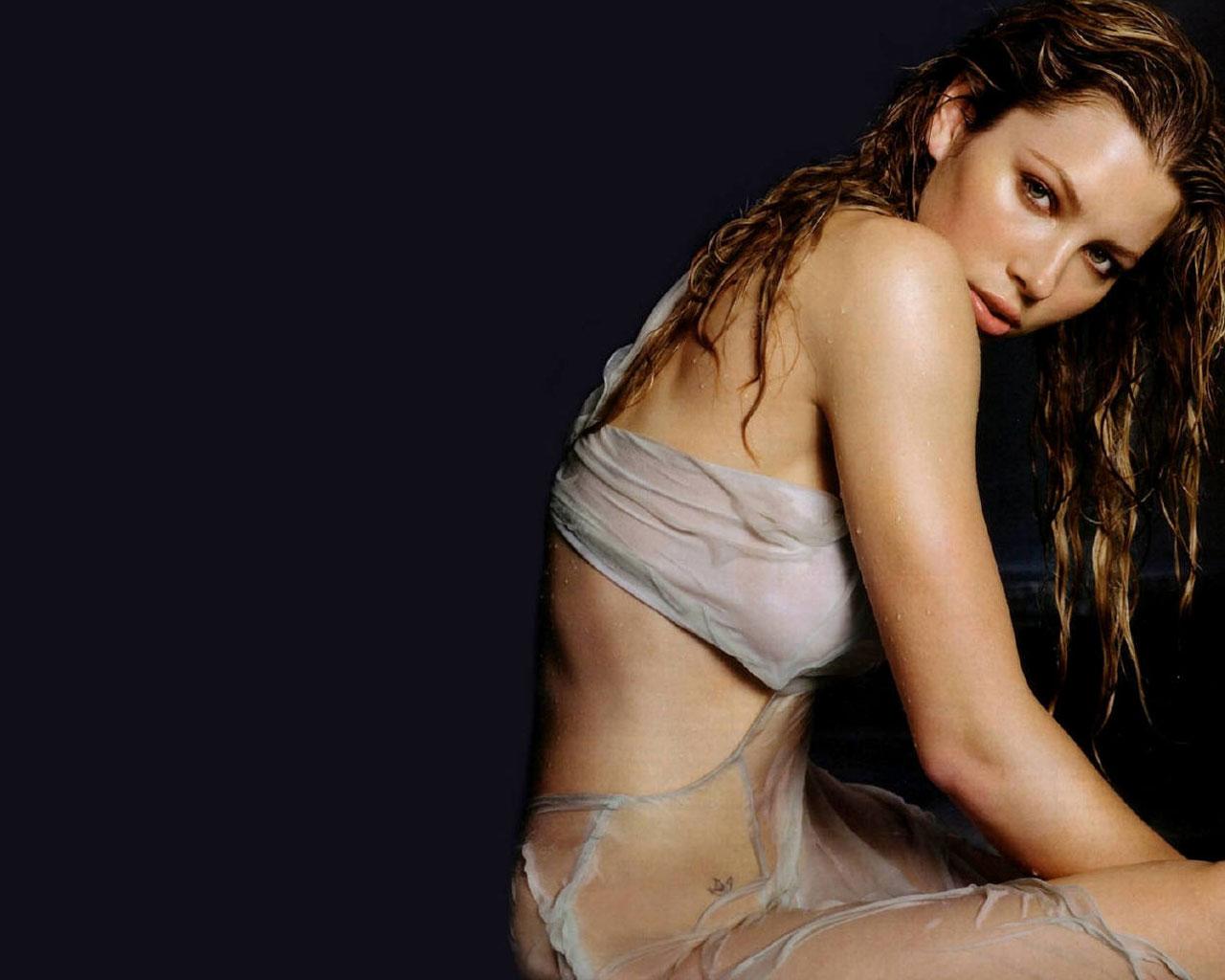 http://3.bp.blogspot.com/_GHIEHD4J-V8/TKw3UwqTSxI/AAAAAAAAB3s/y-MwAmFsUOI/s1600/Jessica_Biel_Wallpaper.jpg