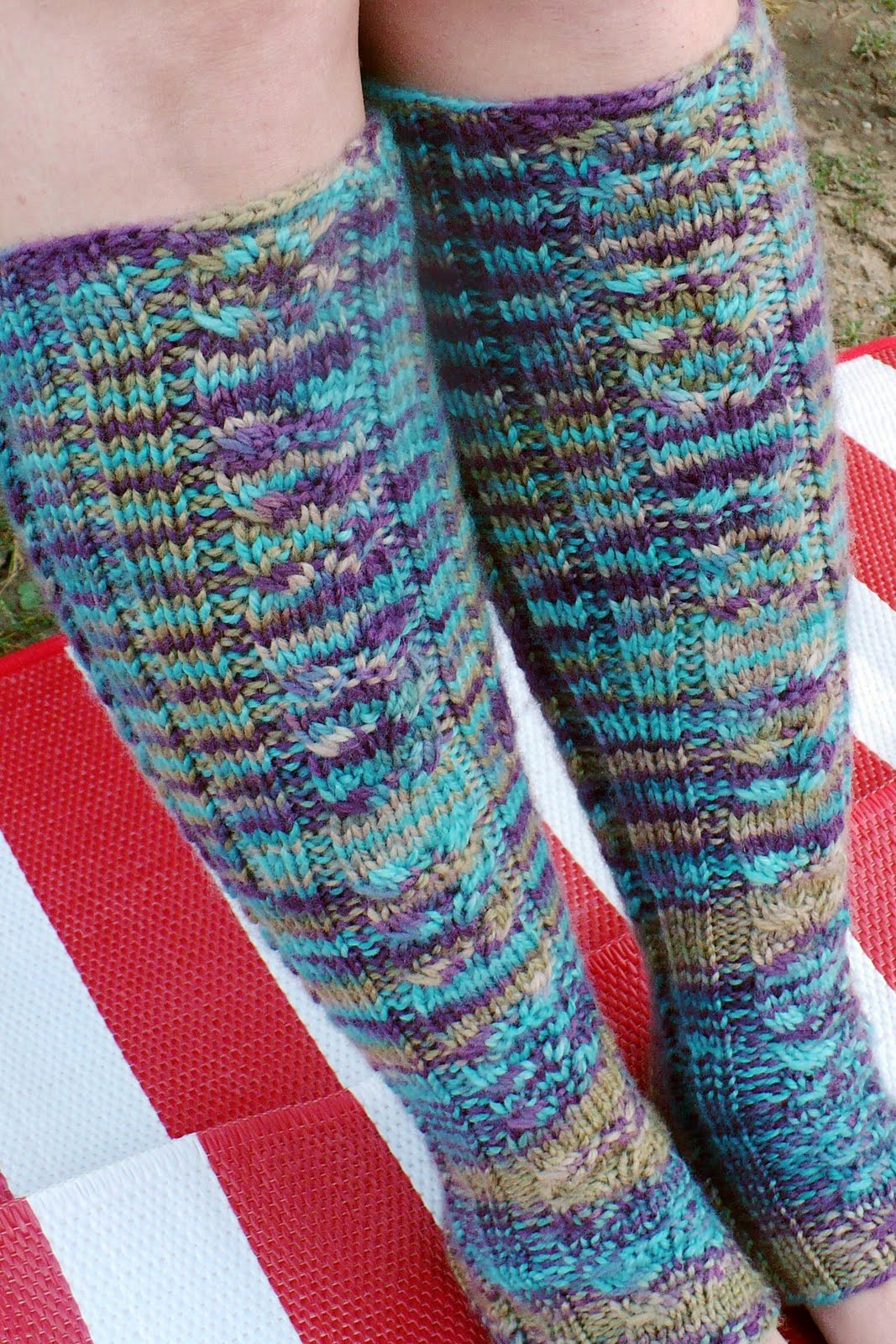 Knit Leg Warmer Patterns Free : Welcome to the Knitosphere: Civetta Legwarmers - FREE PATTERN