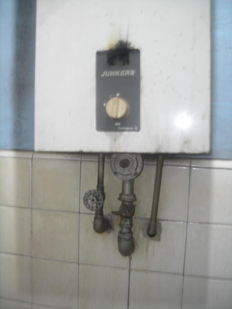 Calentadores solares saneamientos pereda termos electricos for Saneamientos pereda precios