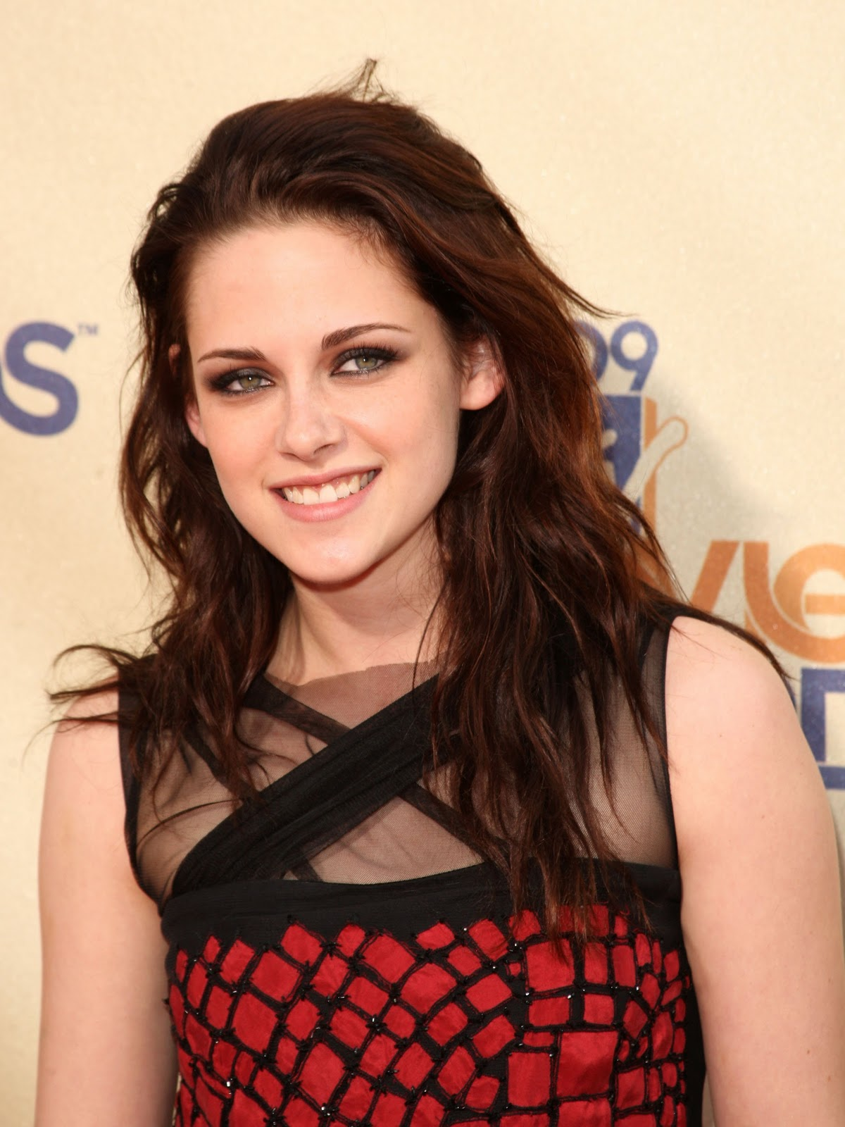 http://3.bp.blogspot.com/_GIbBrp39bLA/TMX6qs66BfI/AAAAAAAAAFg/eCx67W8-DmI/s1600/21718_celebutopia-kristen_stewart_arrives_at_the_2009_mtv_movie_awards-09_122_623lo.jpg