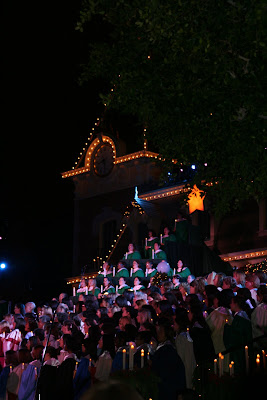 Disneyland Candlelight Ceremony 600 strong choir