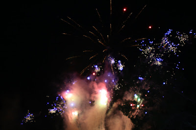 Hollywood bOwl fireworks July 20098
