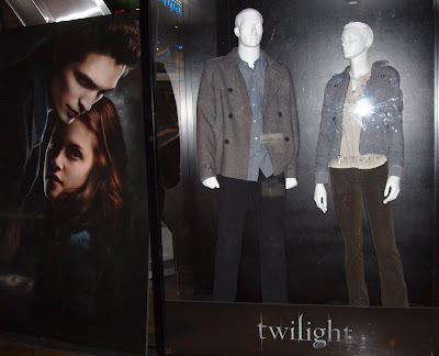 Bella and Edward Twilight movie costumes