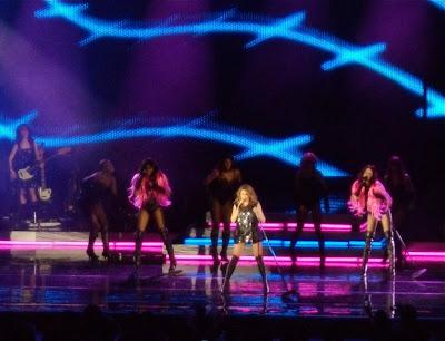 Kylie sings at Hollywood Bowl
