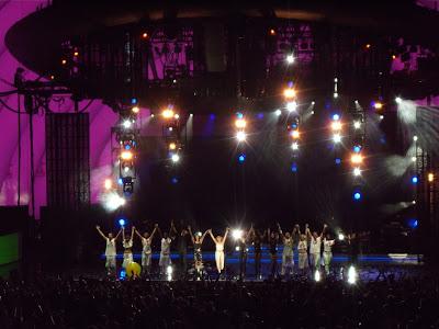 Kylie Hollywood Bowl concert bow