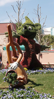 Topiary Fantasia Mickey Mouse