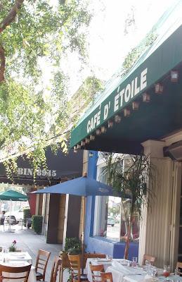 Cafe D etoile sidewalk seating