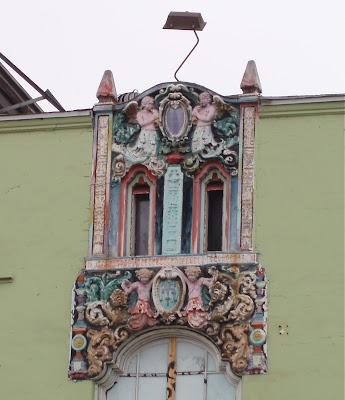 Masonry angels of Melrose Avenue