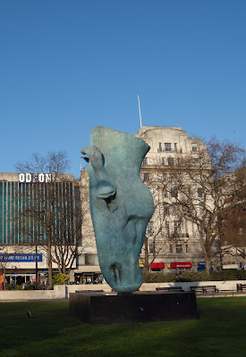 Nic Fiddian-Green's Horse Head statue