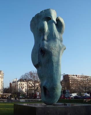 Horse Head sculpture Marble Arch, Londonn