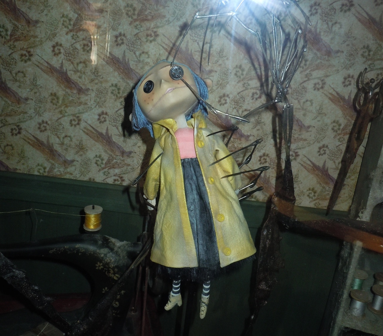 Hollywood Movie Costumes and Props: The world of Coraline ...