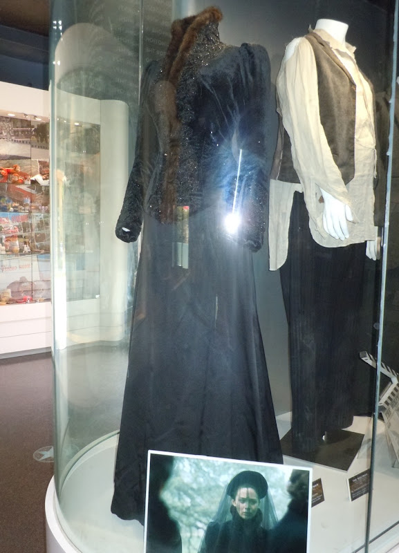 Emily Blunt The Wolfman film costume