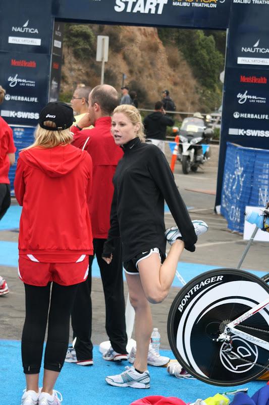 Julie Bowen runs Malibu Triathlon