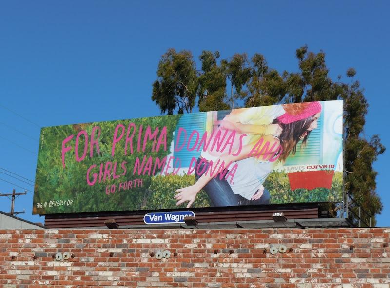 Levi's Curve ID jeans Donna billboard