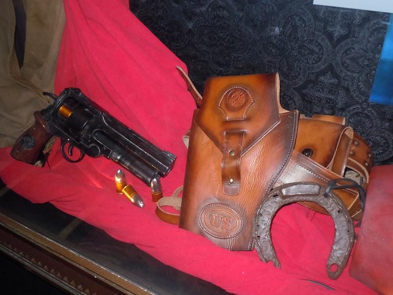 Hellboy 2 gun props