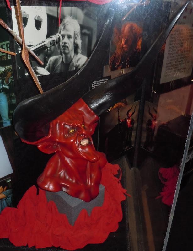 Legend Lord of Darkness sculpture