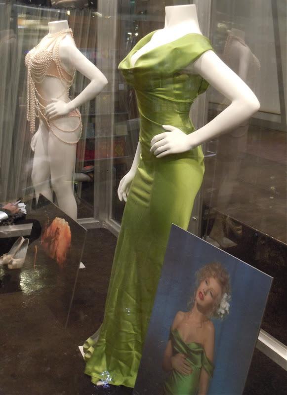 christina aguilera burlesque pics. AGUILERAONLINE: #39;BURLESQUE#39;