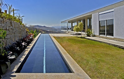High End House in Brazil with infinity pool and elevator