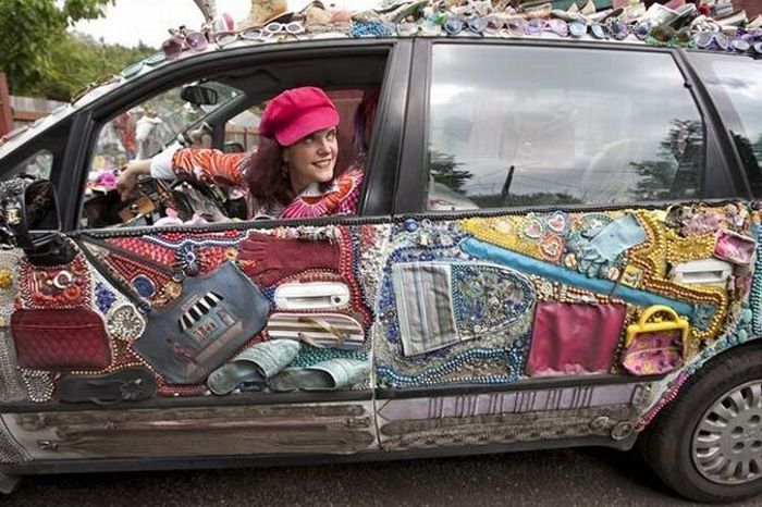 India Pic Hunt Ladies Funny Fashion Car