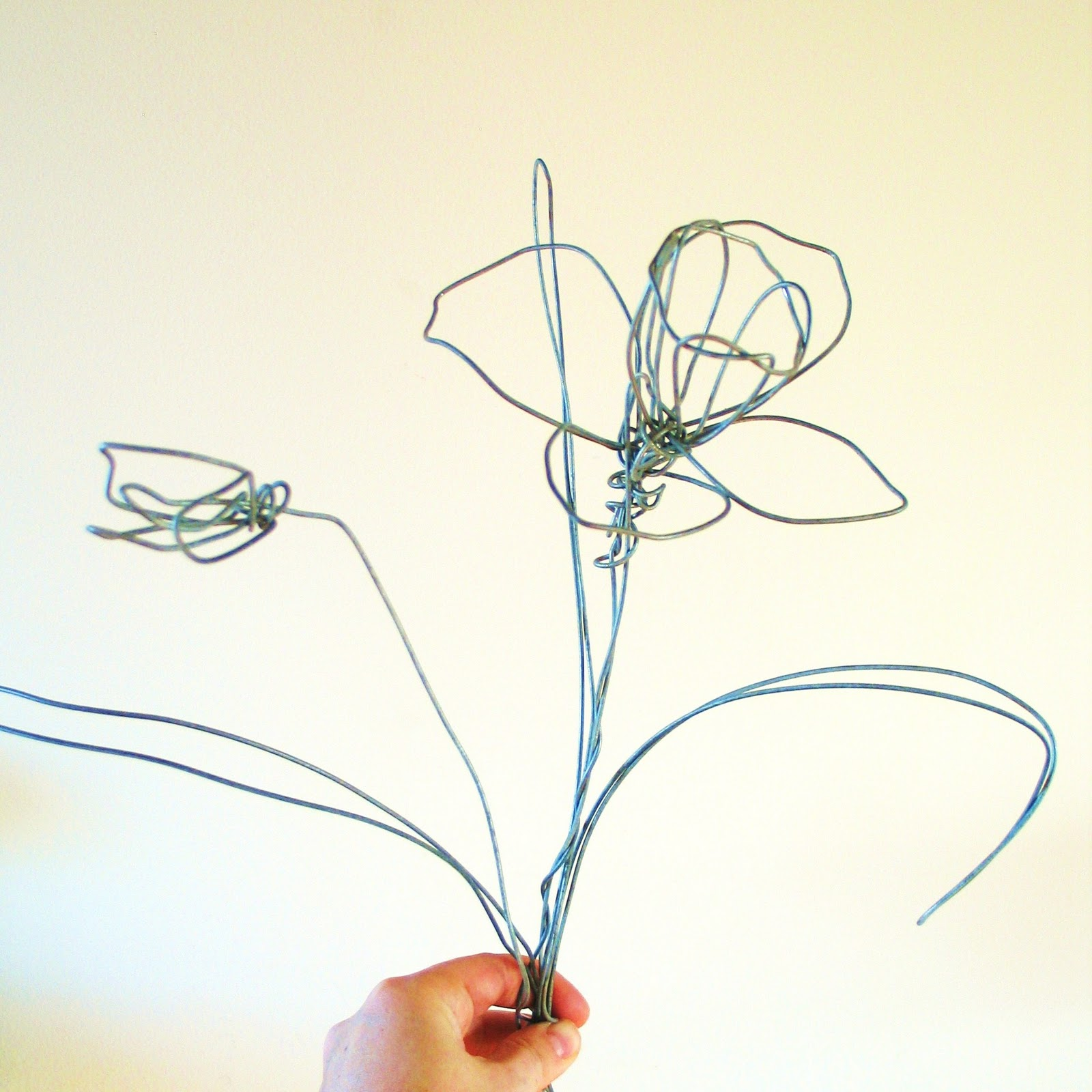 simple wire sculpture the image kid has it
